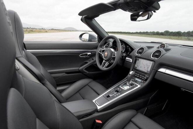2017 Porsche 718 Boxster interior 02