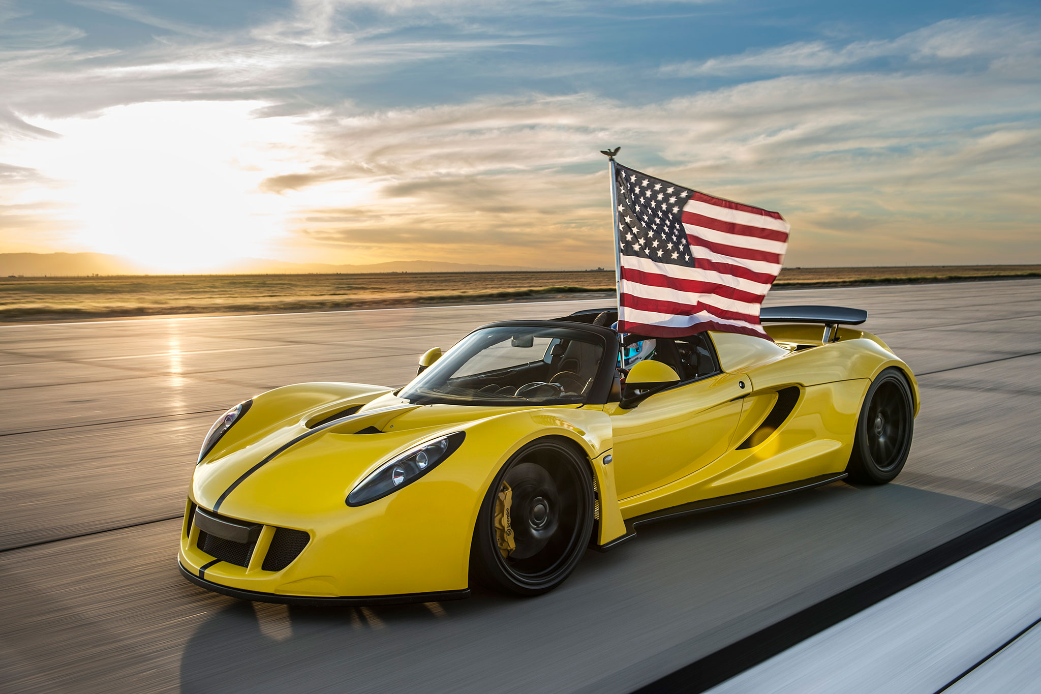 Hennessey Venom Gt Spyder Sets New Top Speed Record