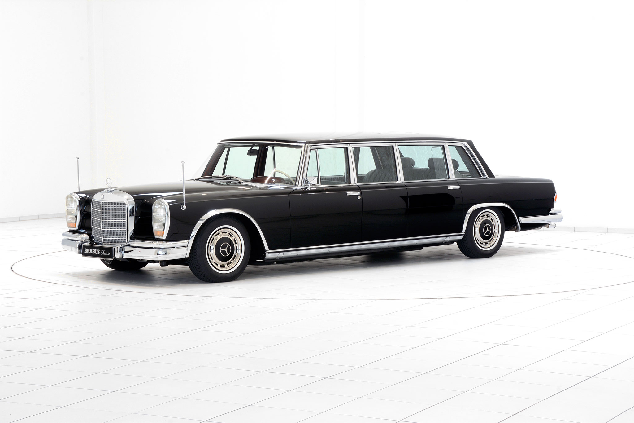 Brabus promotes classic services with restored mercedes for Mercedes benz classic magazine