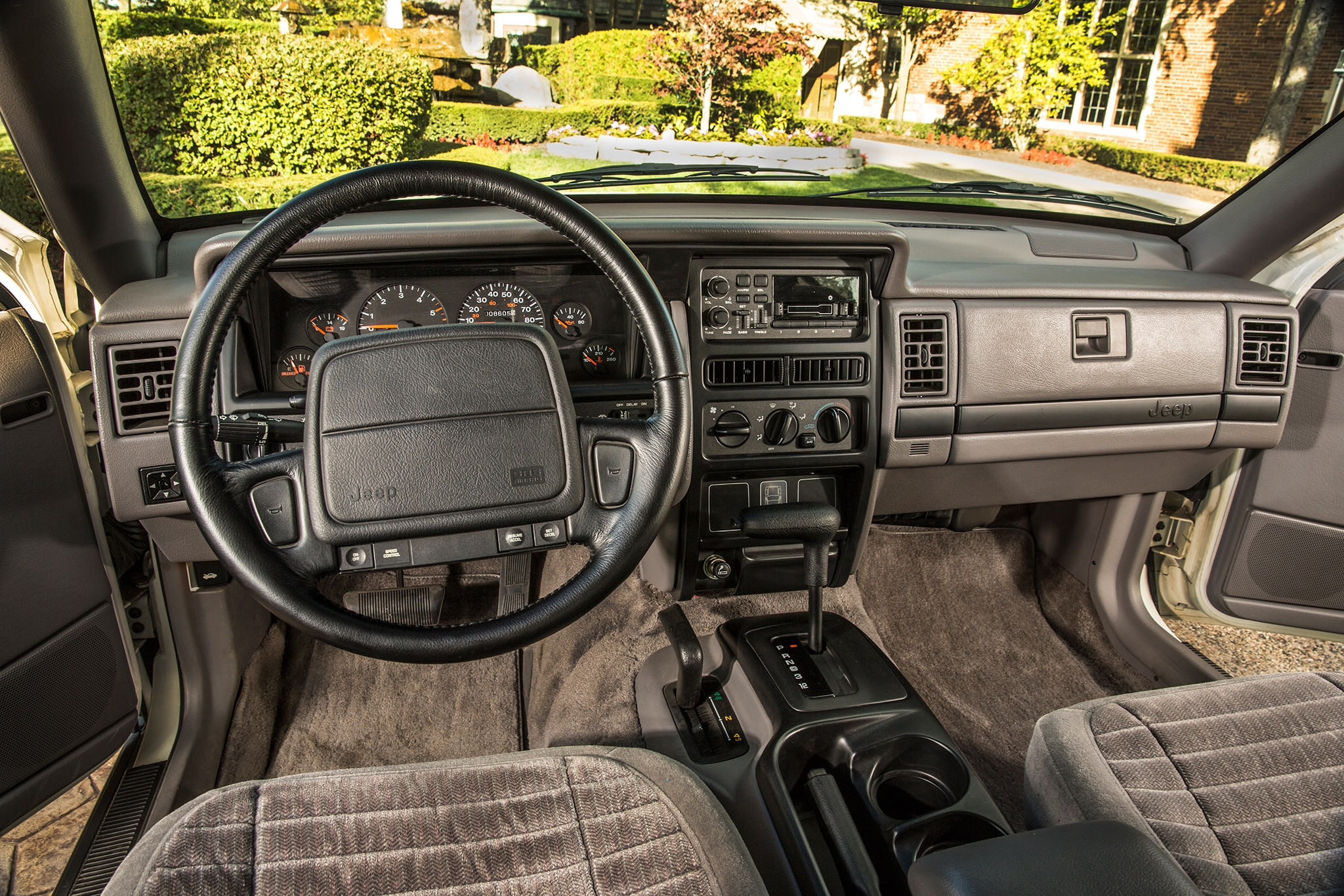 A history of jeep s most important models automobile magazine 1993 jeep grand cherokee interior