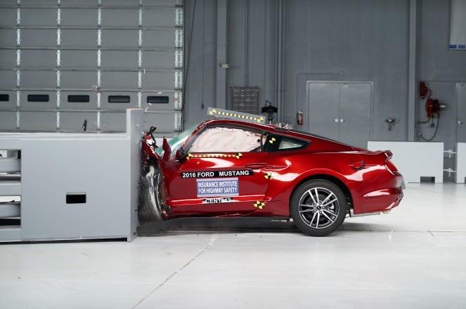 2016 Ford Mustang IIHS Crash Test front end crash