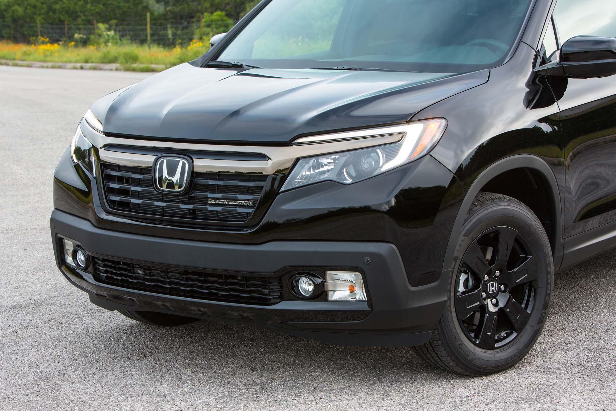 2017 Honda Ridgeline Black Edition front grille