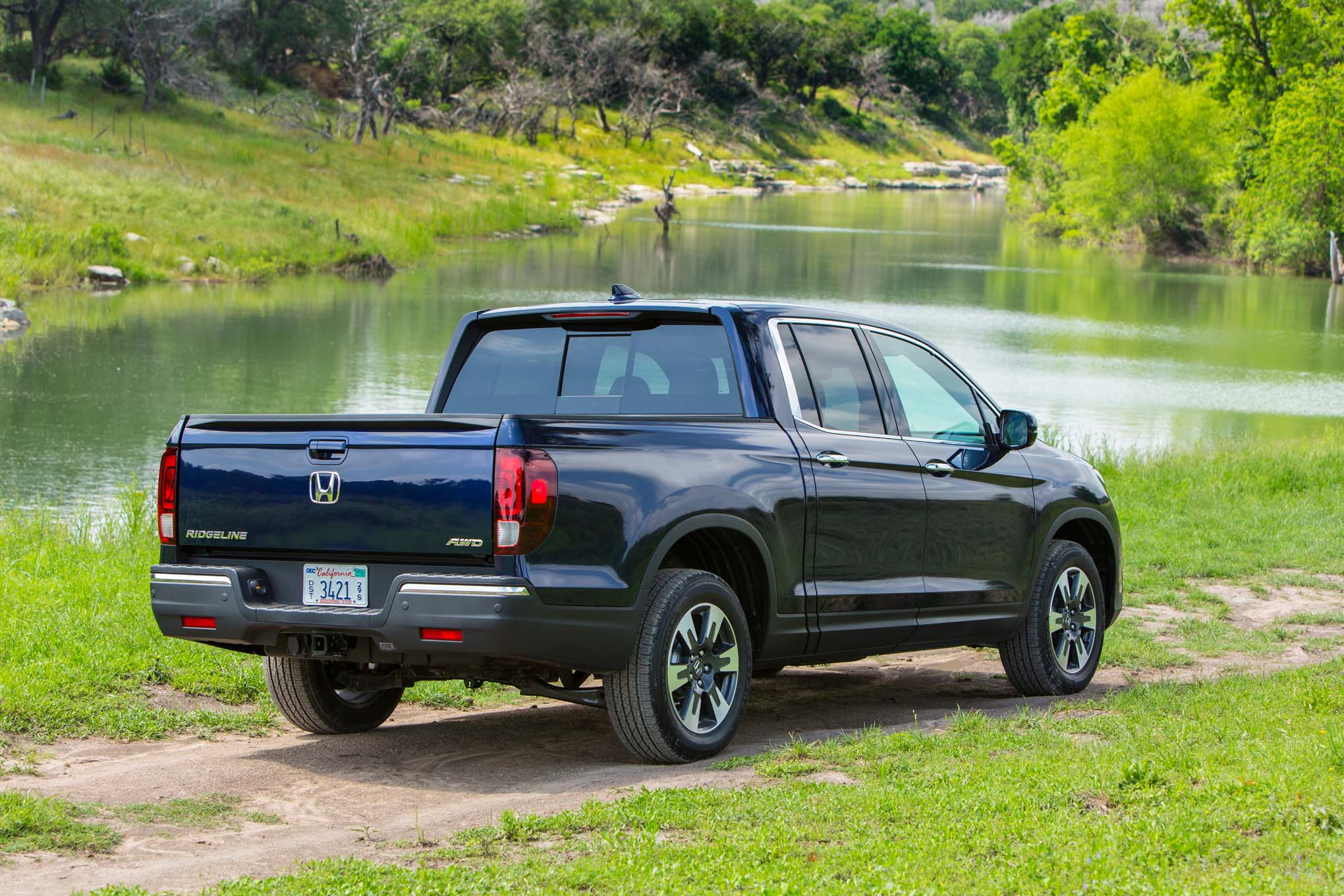 2017 honda ridgeline starts at 30 375. Black Bedroom Furniture Sets. Home Design Ideas