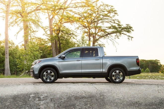 2017 Honda Ridgeline side profile 01