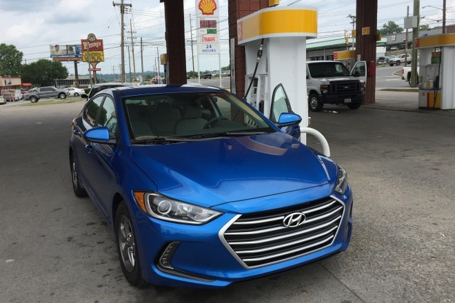 2017 Hyundai Elantra Eco front three quarter 01
