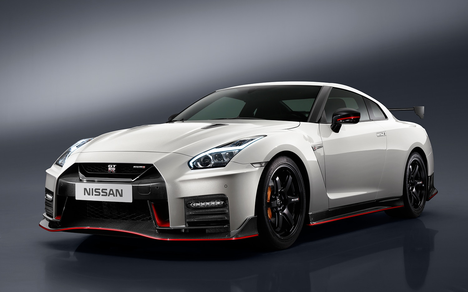the 2017 nissan gt r nismo is ready to rip your face off. Black Bedroom Furniture Sets. Home Design Ideas