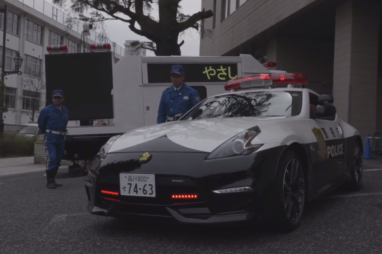 tokyo gets three nismo 370z cop cars. Black Bedroom Furniture Sets. Home Design Ideas