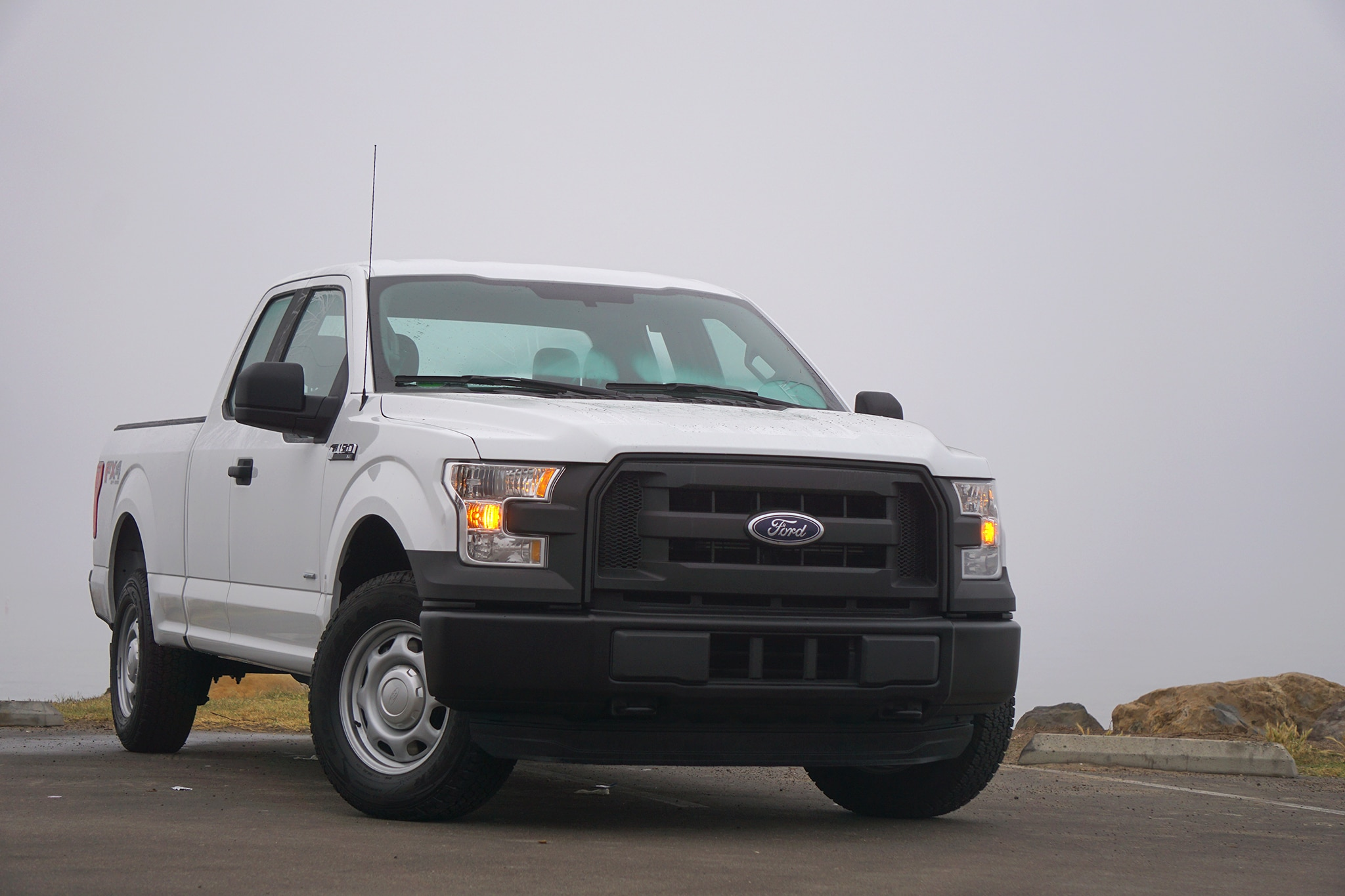 2016-Ford-F-150-XL-front-three-quarter.j