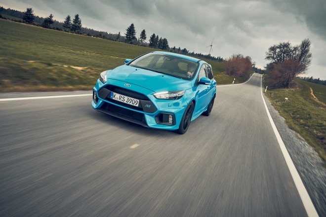 2016 Ford Focus RS front three quarter in motion 01
