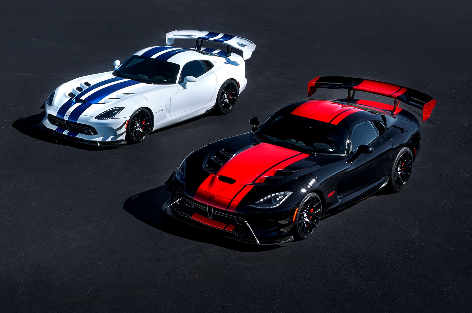 dodge viper celebrates end of production with five special. Black Bedroom Furniture Sets. Home Design Ideas
