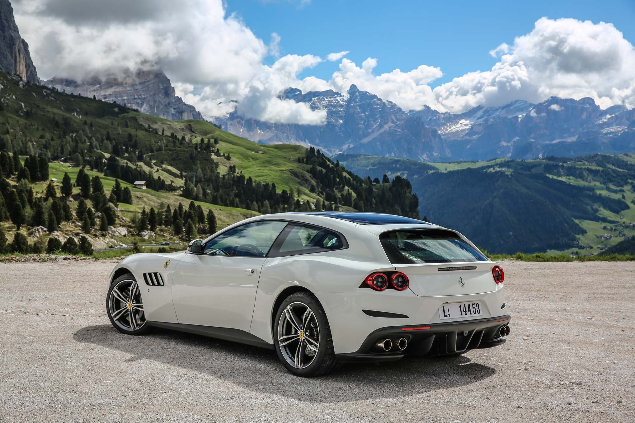 first drive 2017 ferrari gtc4 lusso. Black Bedroom Furniture Sets. Home Design Ideas