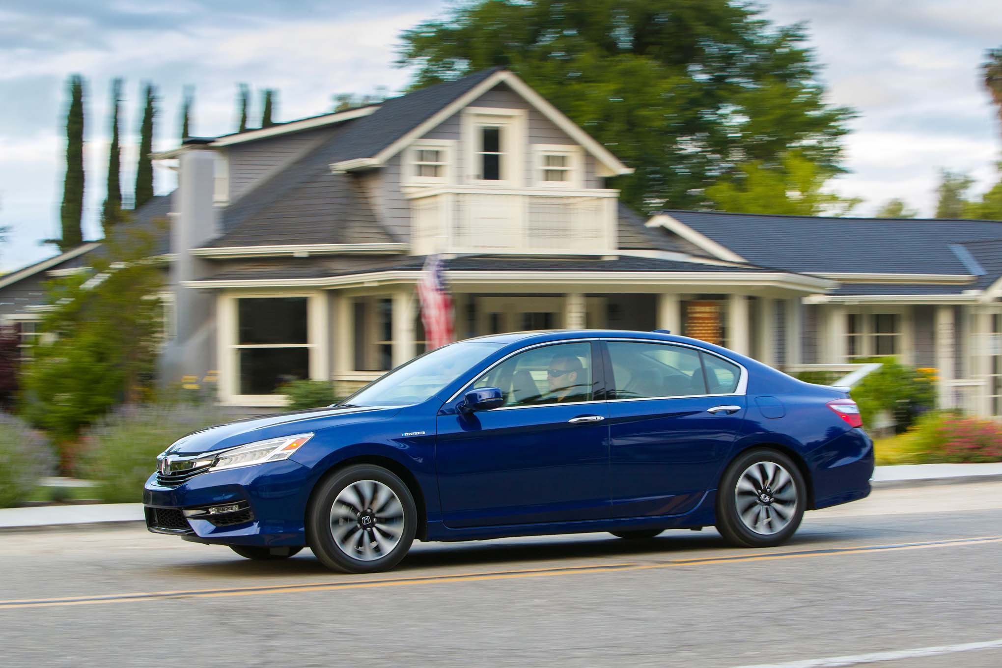 Refreshed Honda Accord Hybrid Debuts Automobile Magazine - 2017 honda accord hybrid invoice price