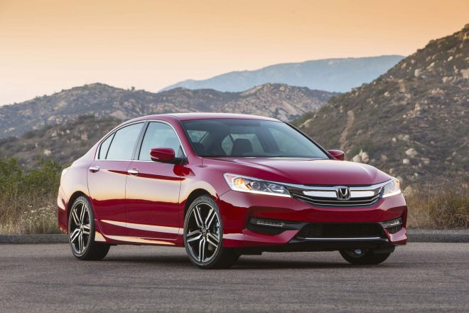 2017 Honda Accord Sport front three quarter 02