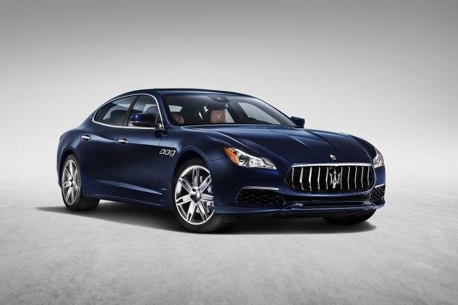 2017 Maserati Quattroporte GranLusso front three quarter