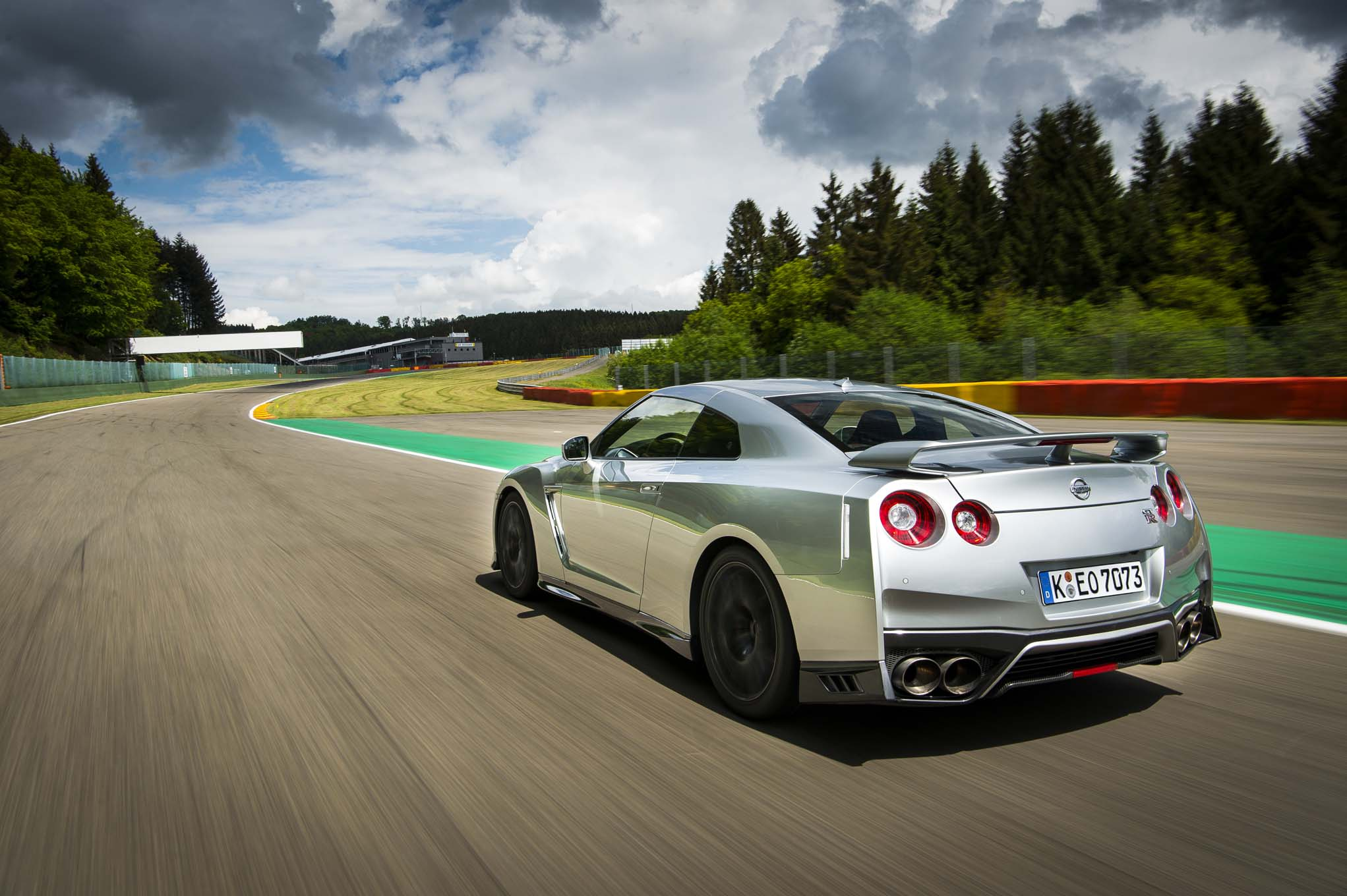 2017 nissan gt r first drive review. Black Bedroom Furniture Sets. Home Design Ideas