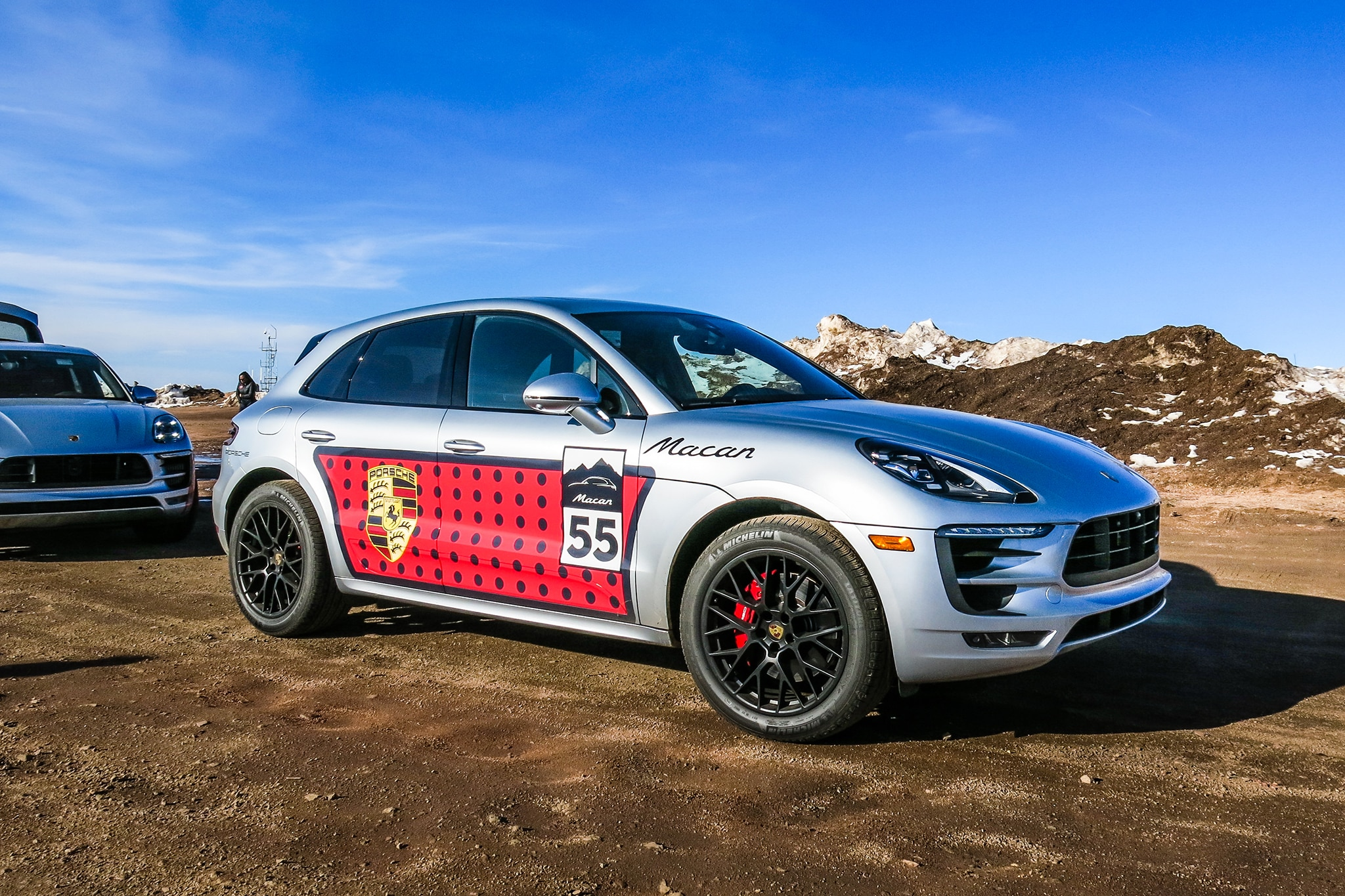 2017 Porsche Macan GTS front three quarter 03 - Automobile