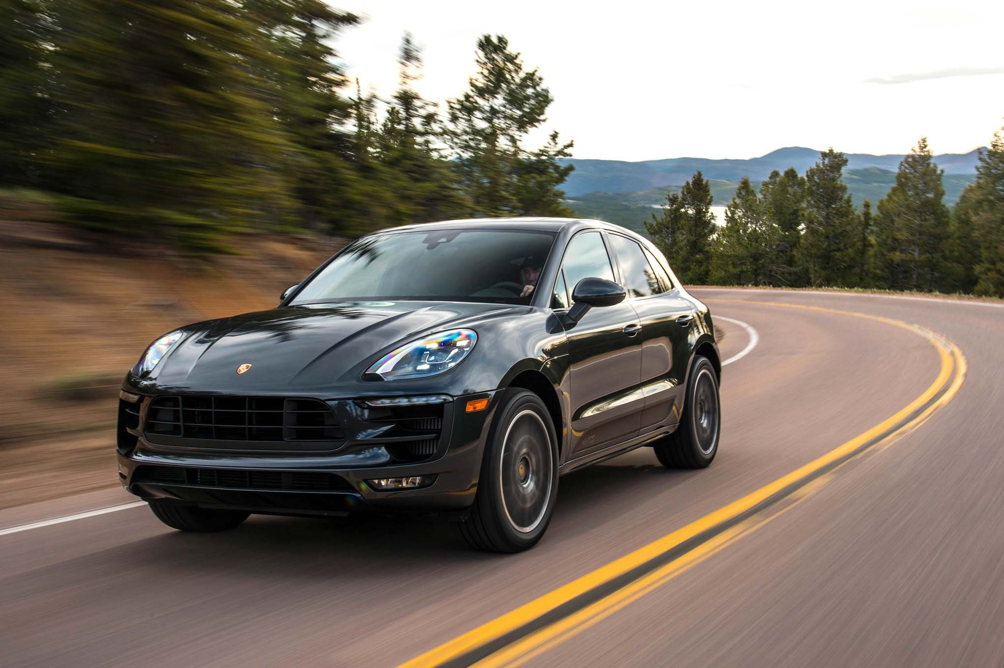 climbing pikes peak in the 2017 porsche macan gts. Black Bedroom Furniture Sets. Home Design Ideas