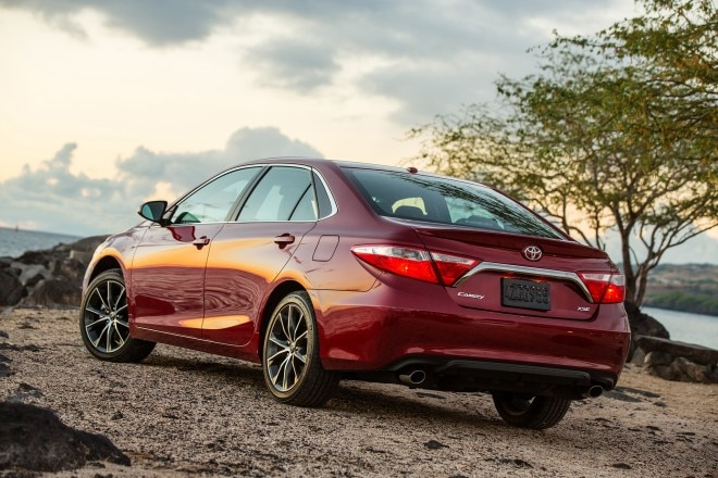 2017 Toyota Camry rear three quarter 02