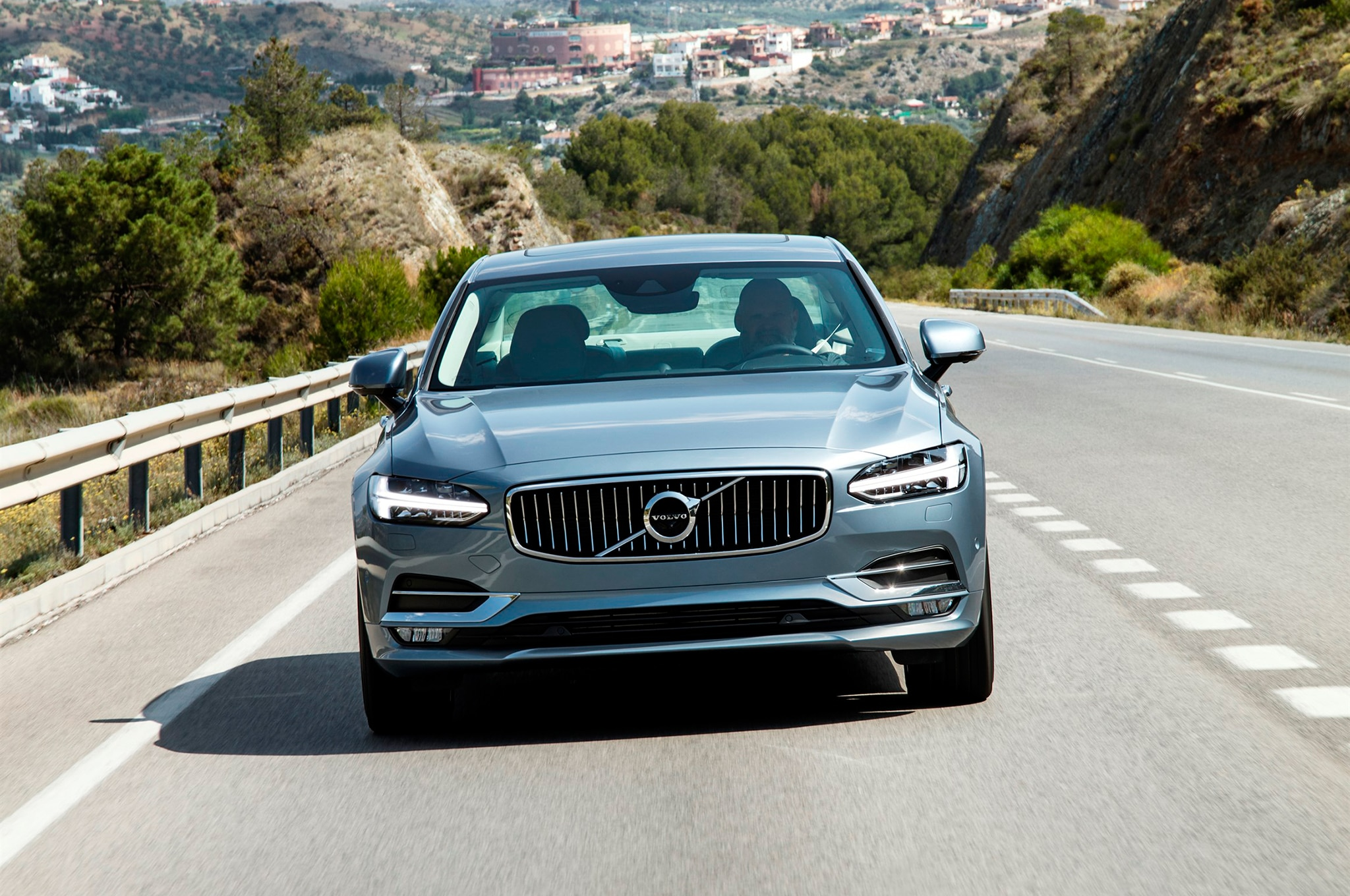 2017 Volvo S90 Front End In Motion 03