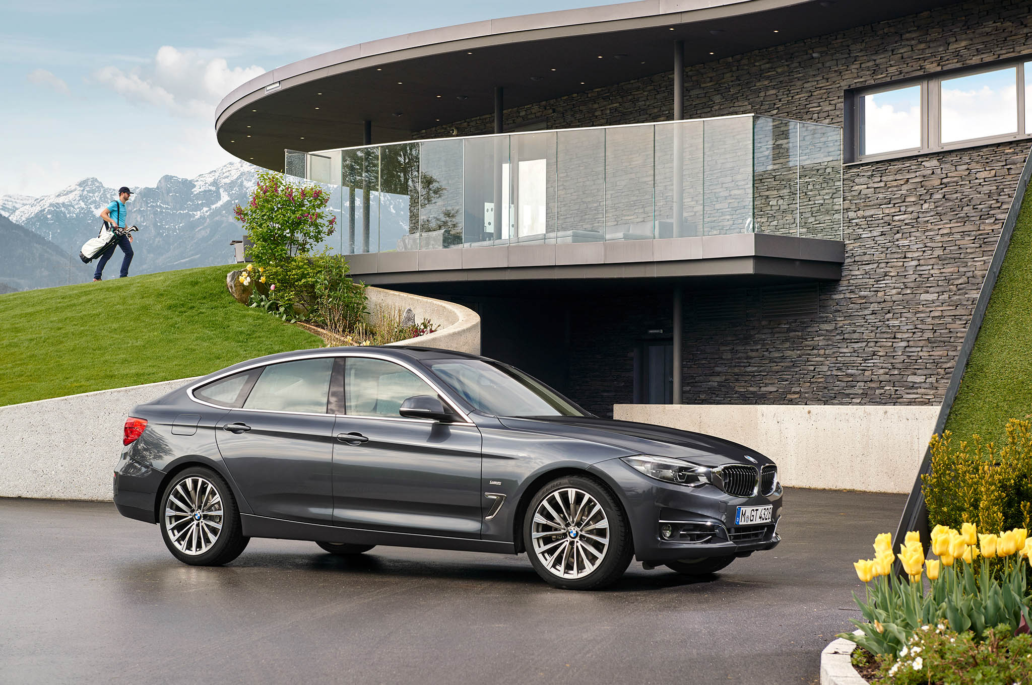 Refreshed bmw 3 series gran turismo debuts for europe automobile show more sciox Choice Image