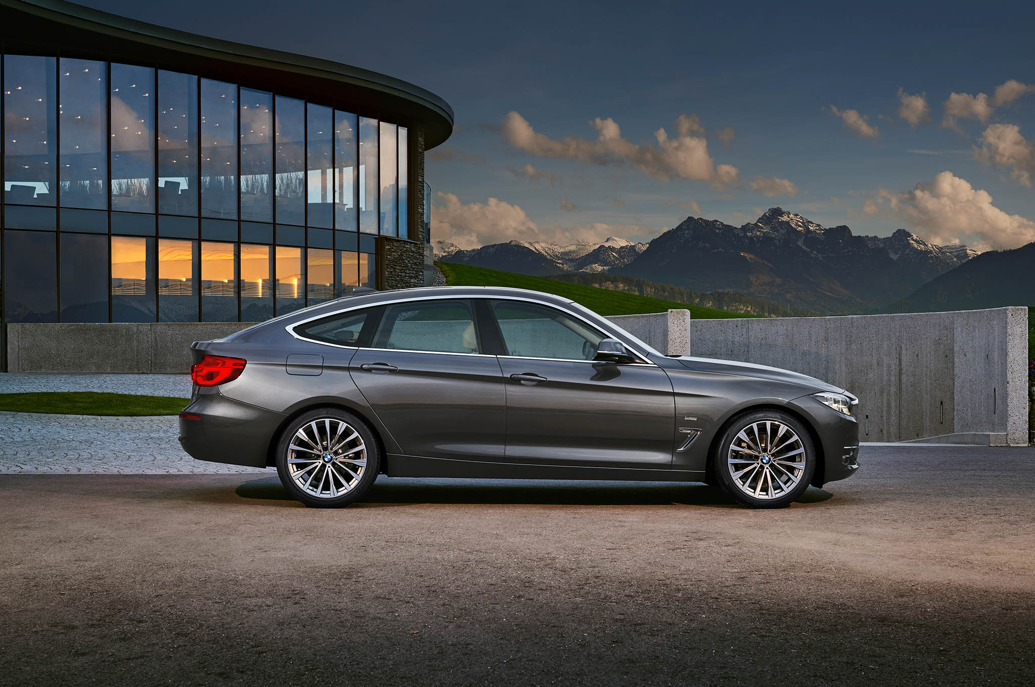 refreshed bmw 3 series gran turismo debuts for europe. Black Bedroom Furniture Sets. Home Design Ideas