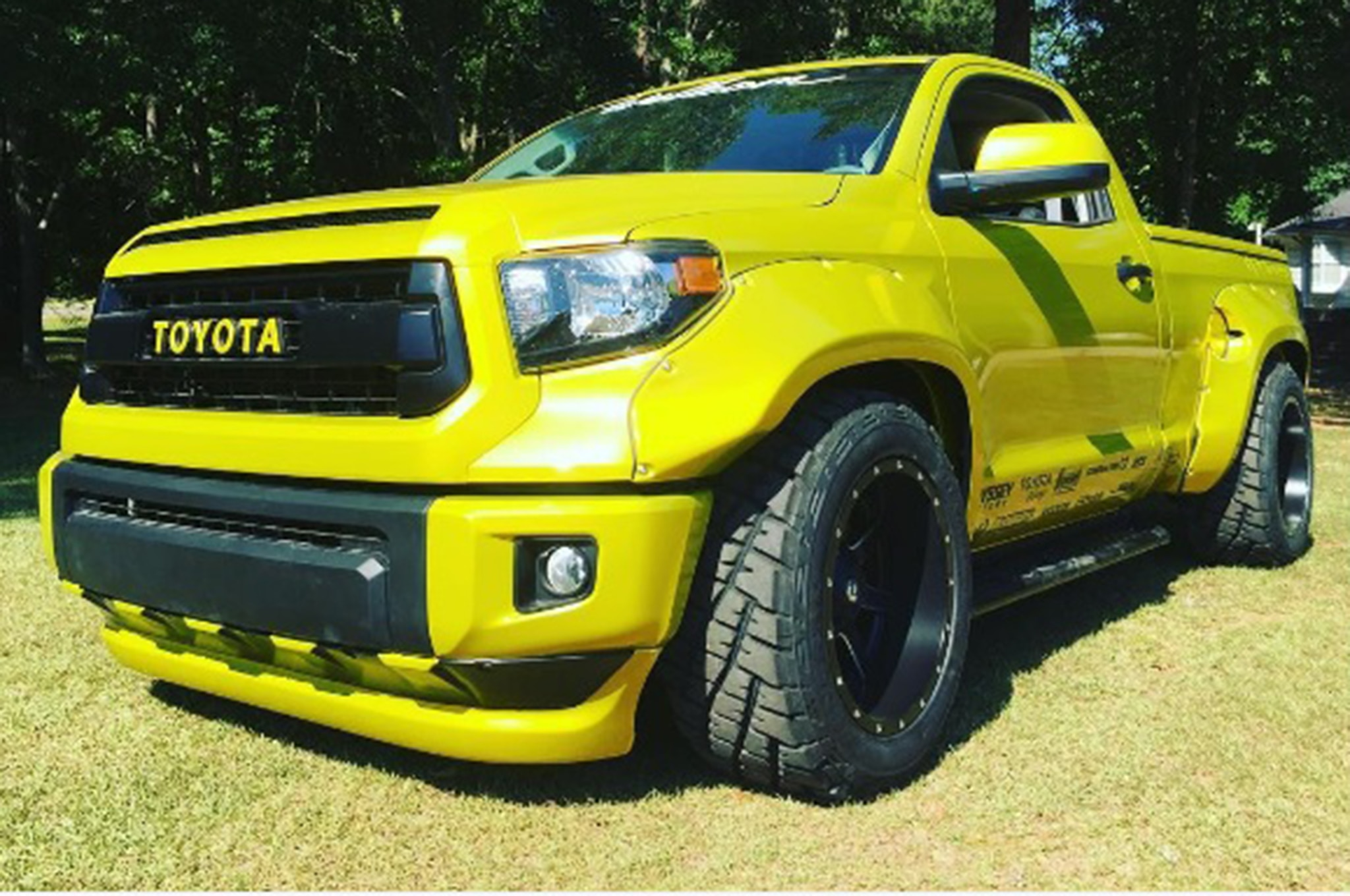 custom toyota tundra gets wide and bright for hot rod. Black Bedroom Furniture Sets. Home Design Ideas