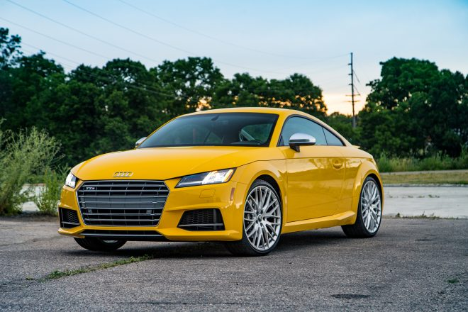 2016 Audi TTS coupe front three quarter 07