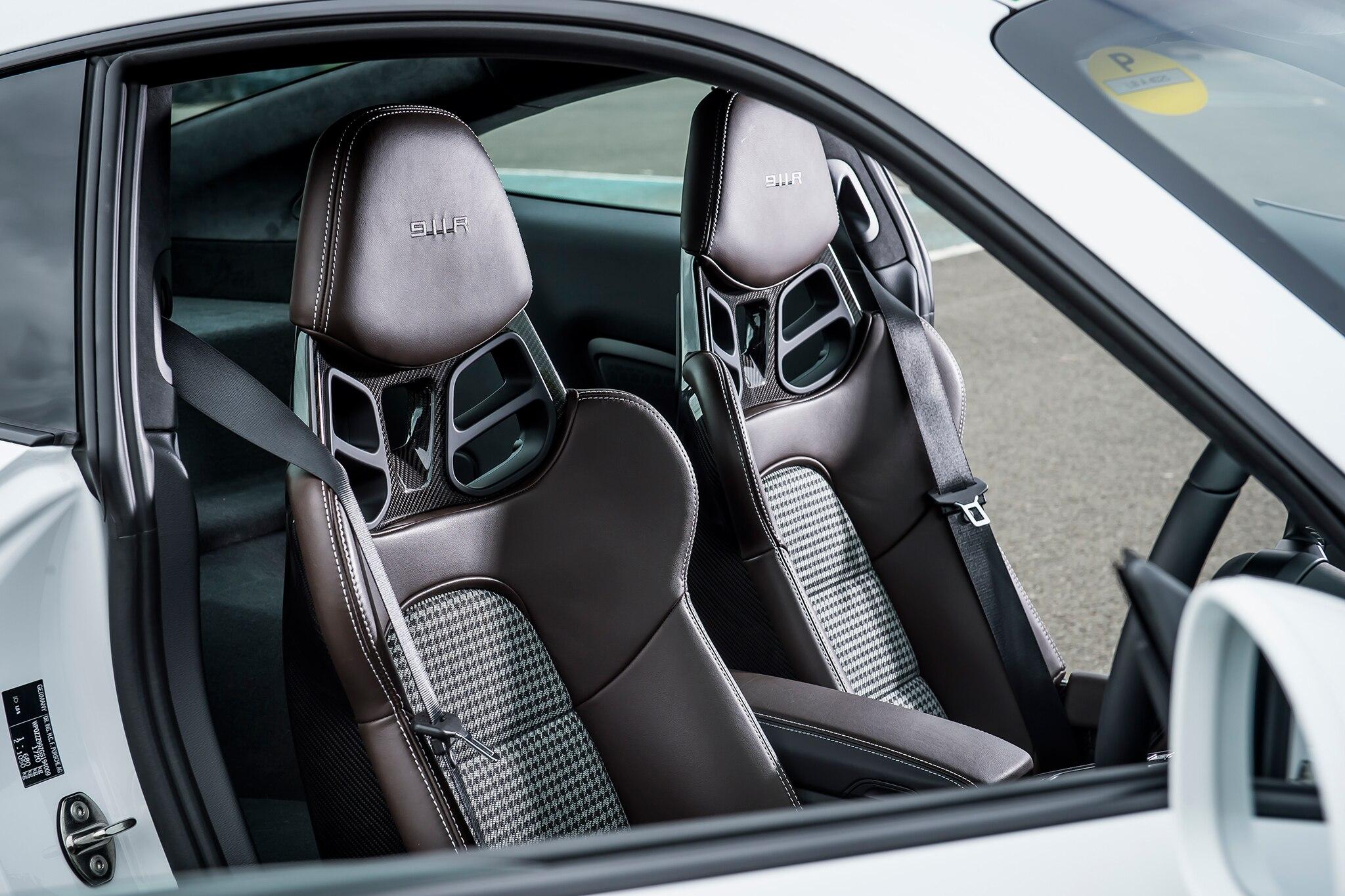 2016 porsche 911 r seats 01 automobile for Porsche 911 interior