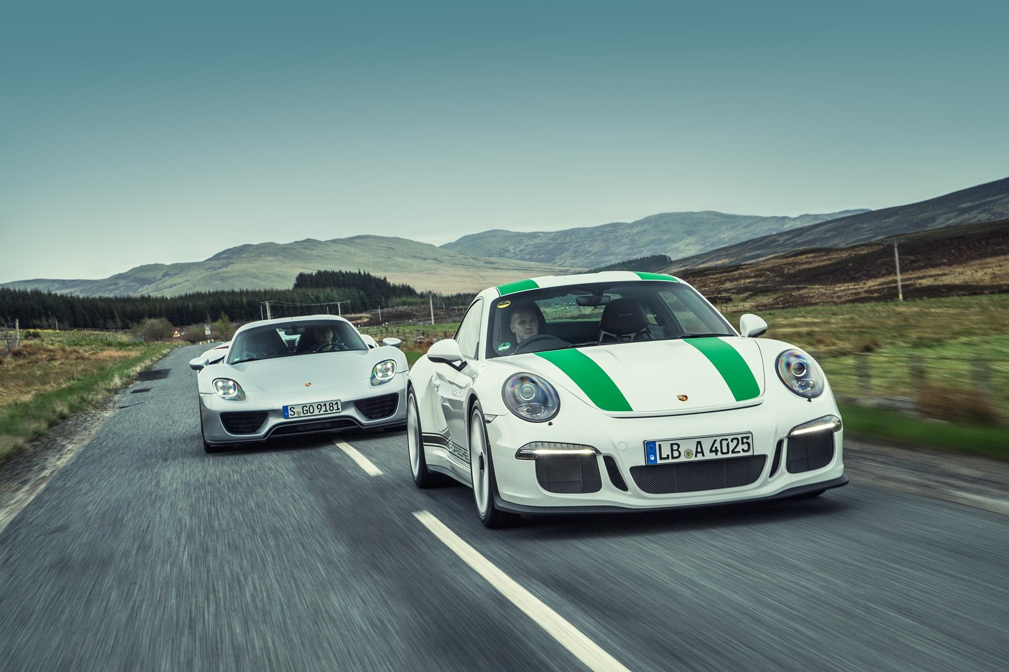 2016 Porsche 911 R Vs Porsche 918 Spyder 01