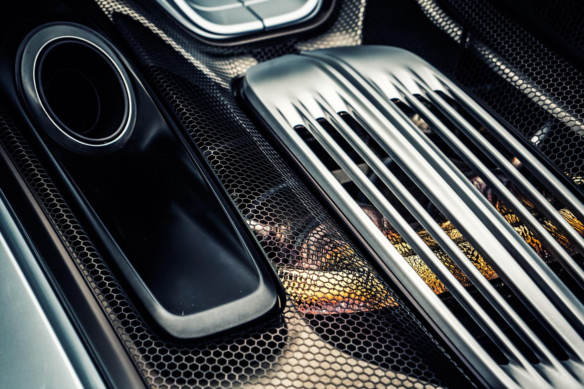 2016 porsche 918 spyder engine cover 01 automobile. Black Bedroom Furniture Sets. Home Design Ideas