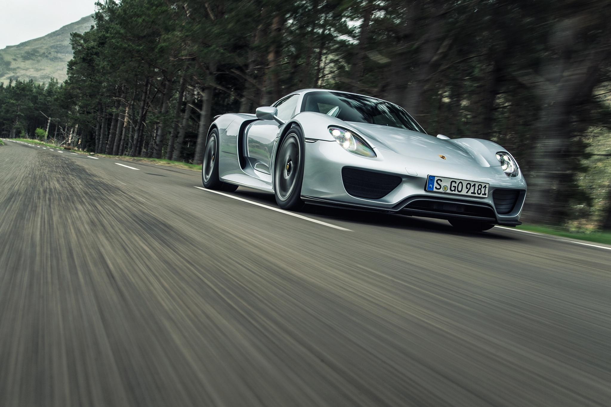 2016-Porsche-918-Spyder-front-three-quarter-in-motion-04 Remarkable Porsche 918 Spyder On the Road Cars Trend