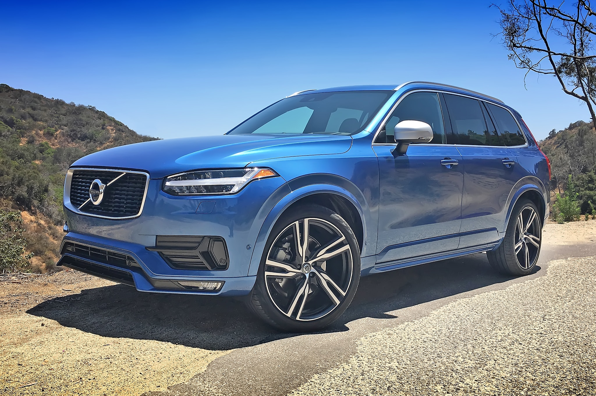 2016 Volvo XC90 R Design Front Three Quarters