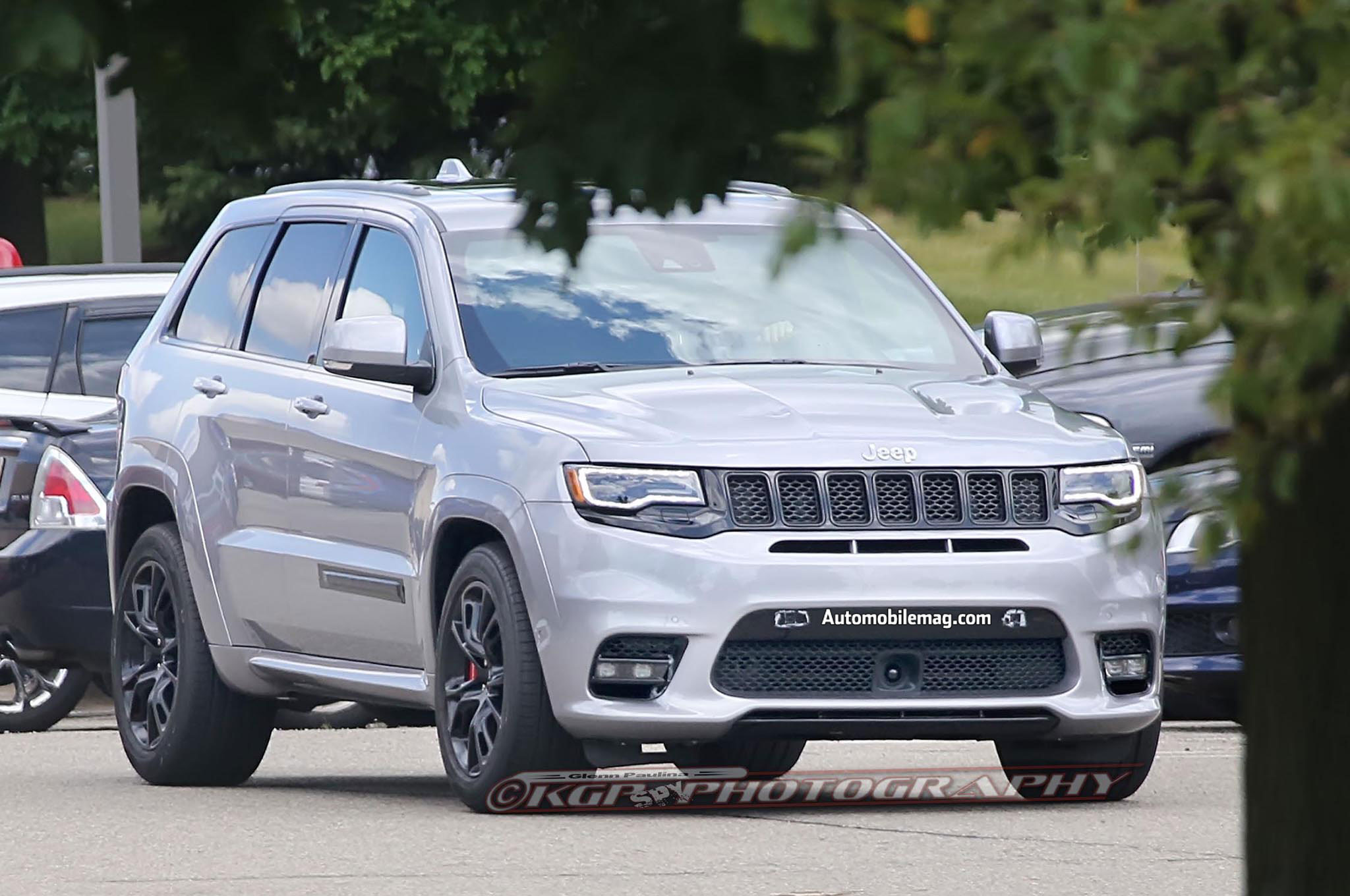jeep grand cherokee trackhawk caught sans camo. Black Bedroom Furniture Sets. Home Design Ideas
