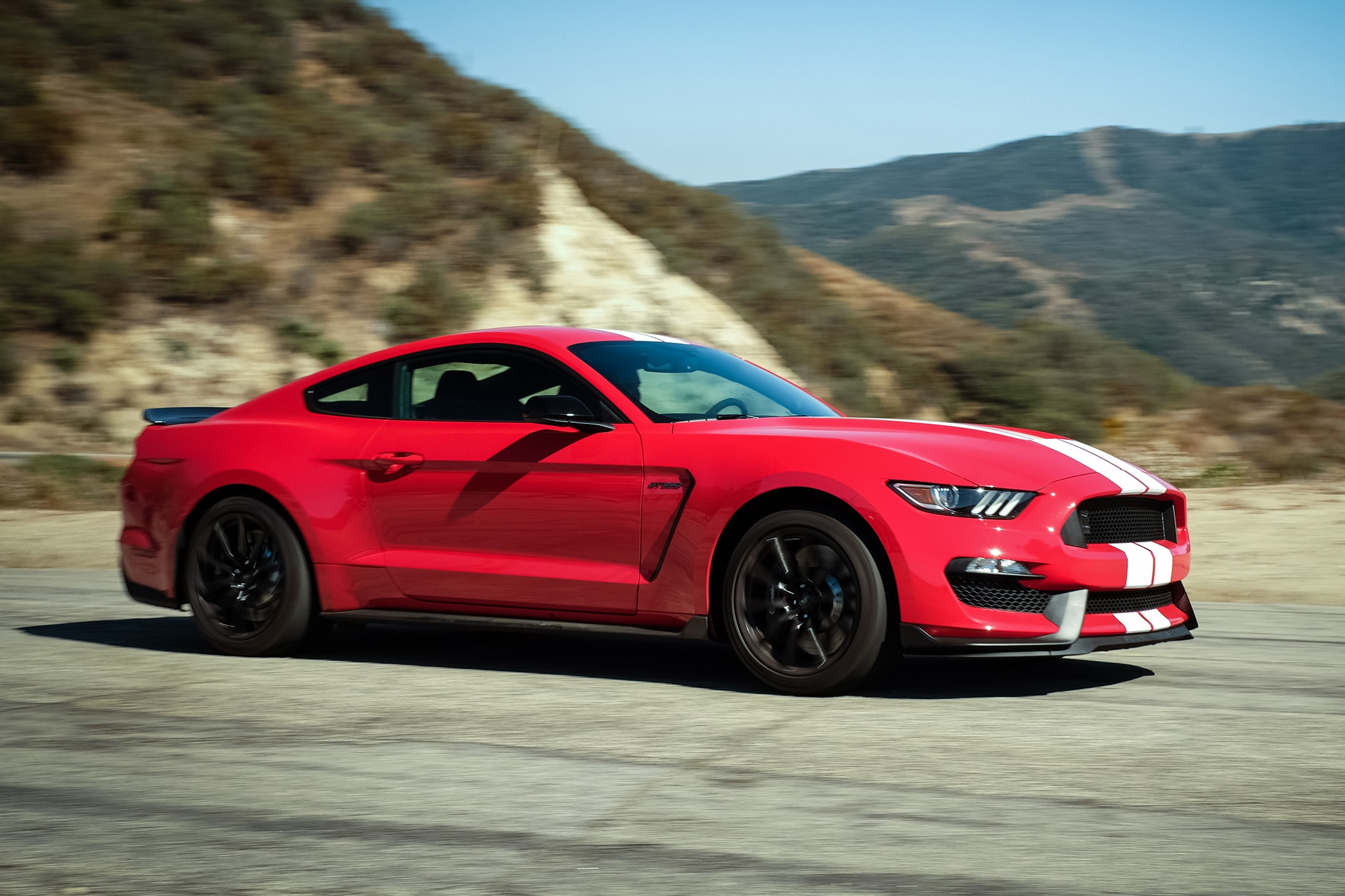 2016 Ford Mustang Shelby GT350 Front Three Quarter In Motion 02