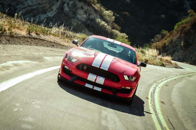 2016 Ford Mustang Shelby GT350 front view in motion 01