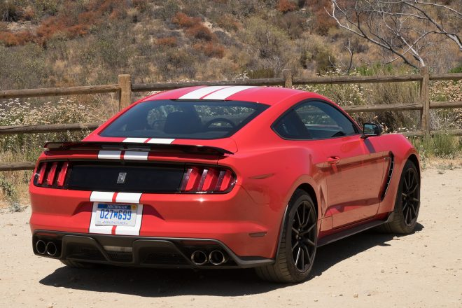 2016 Ford Mustang Shelby GT350 rear three quarter 01