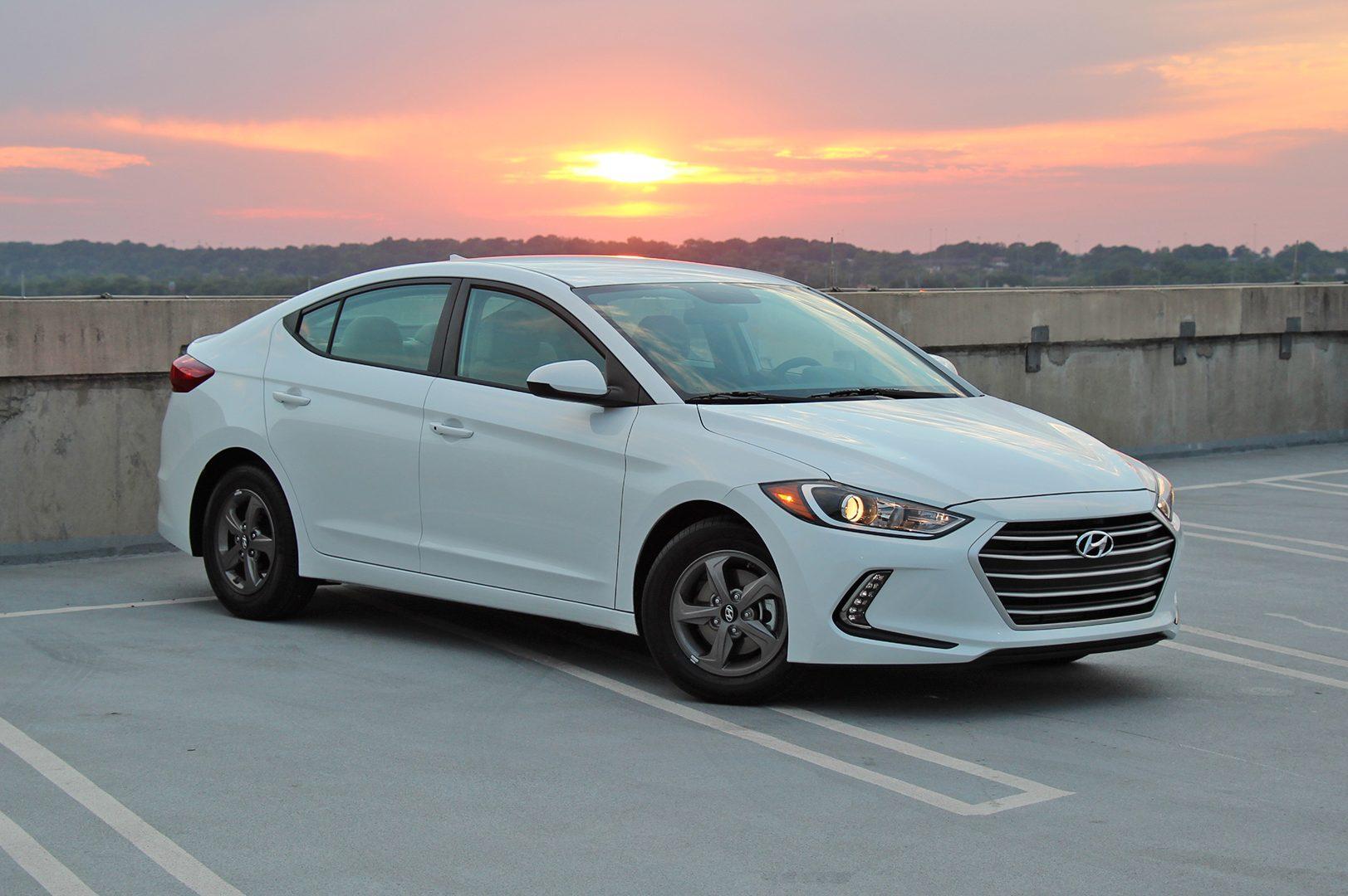 road reviews review elantra car driving limited test img hyundai