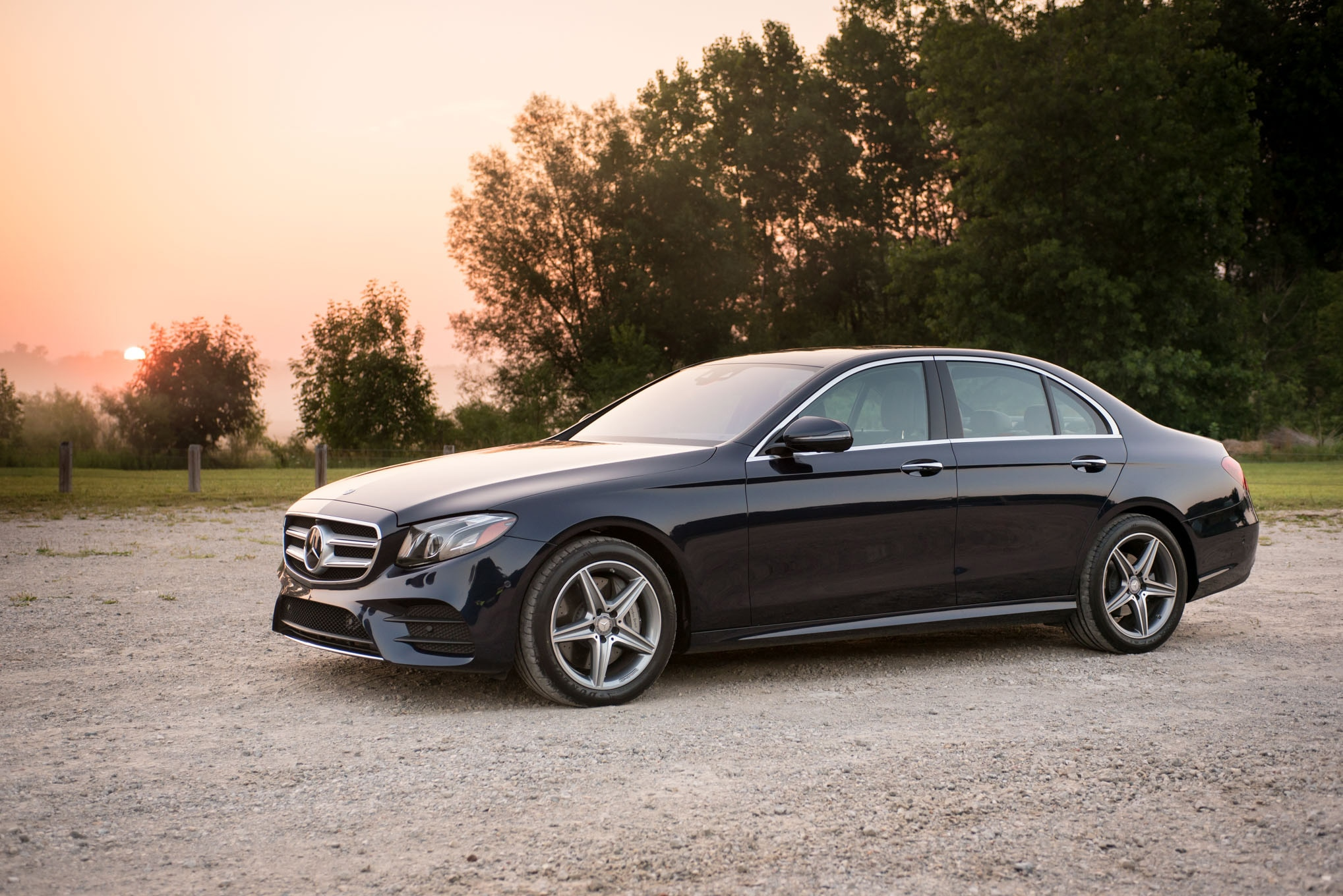 2017 Mercedes Benz E300 4MATIC Front Three Quarter 04