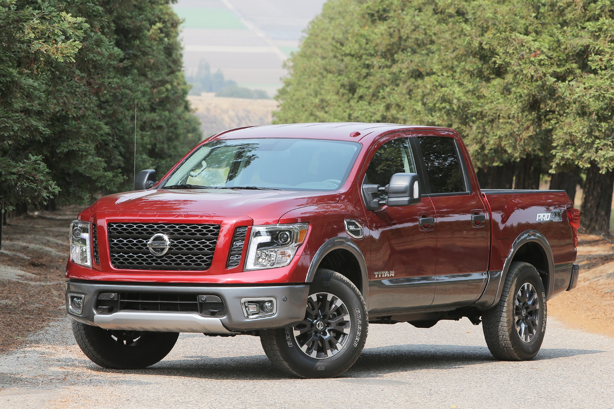 http://st.automobilemag.com/uploads/sites/11/2016/08/2017-Nissan-Titan-front-three-quarter-03.jpg