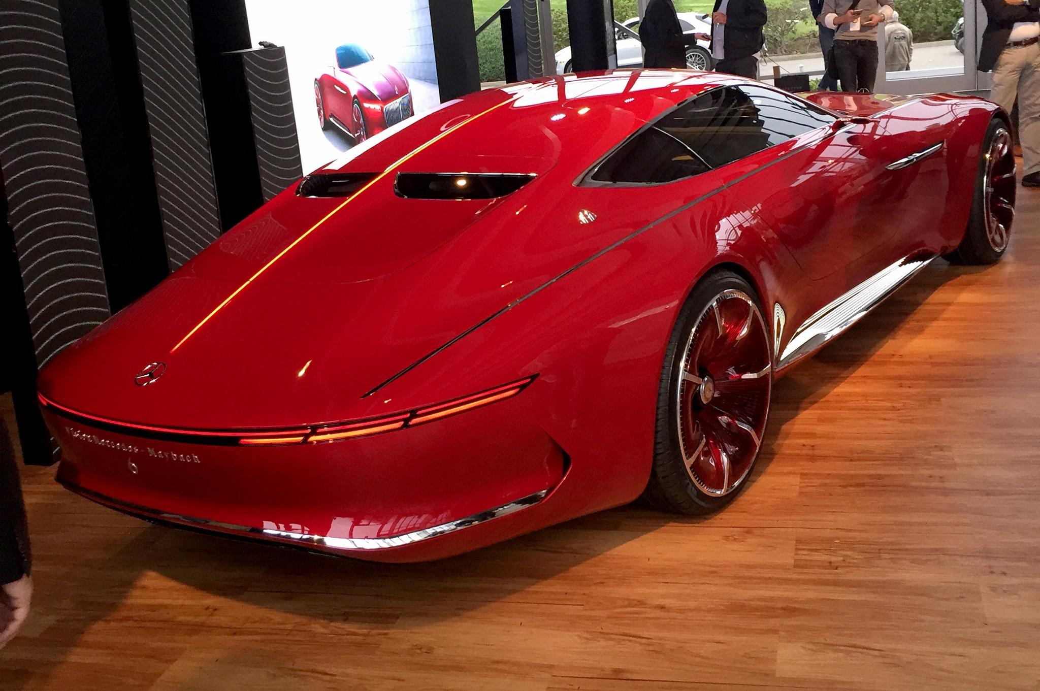 watch the mercedes maybach vision 6 move via remote control automobile magazine. Black Bedroom Furniture Sets. Home Design Ideas