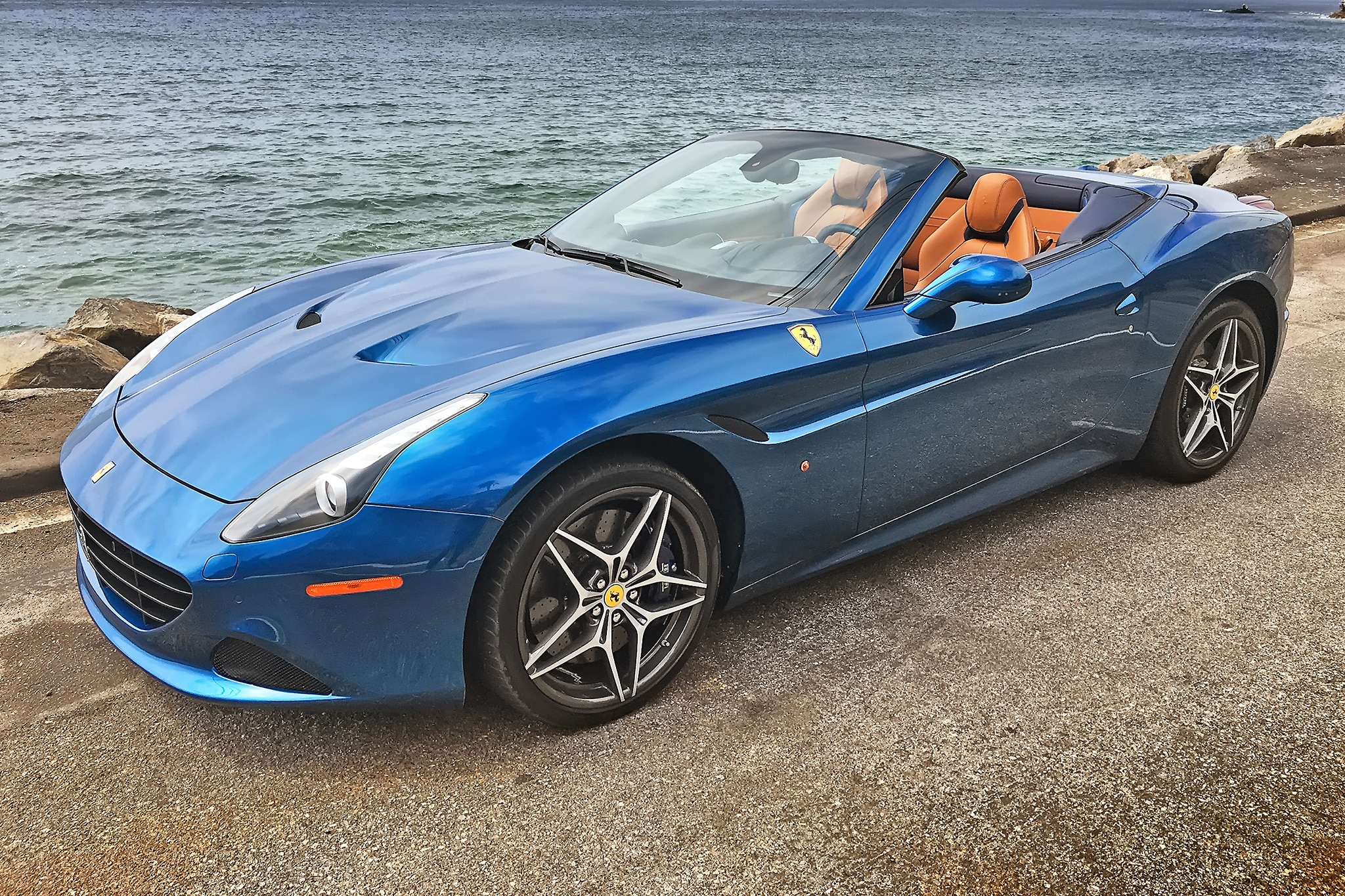 2016 Ferrari California T Front Three Quarter