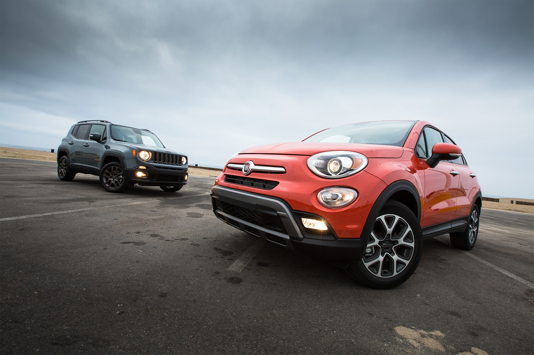 2016 Fiat 500X Trekking AWD Vs Jeep Renegade 01