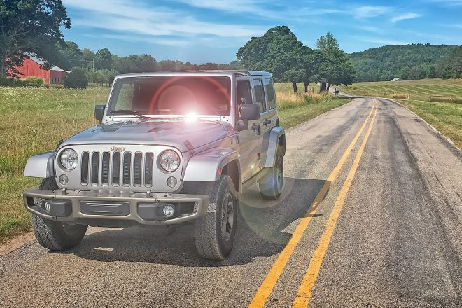 2016 Jeep Wrangler Unlimited front three quarter 03