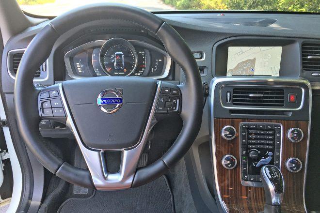 2016 Volvo V60 T5 AWD Cross Country Platinum cabin 02