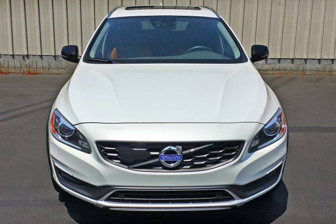 2016 Volvo V60 T5 AWD Cross Country Platinum front end