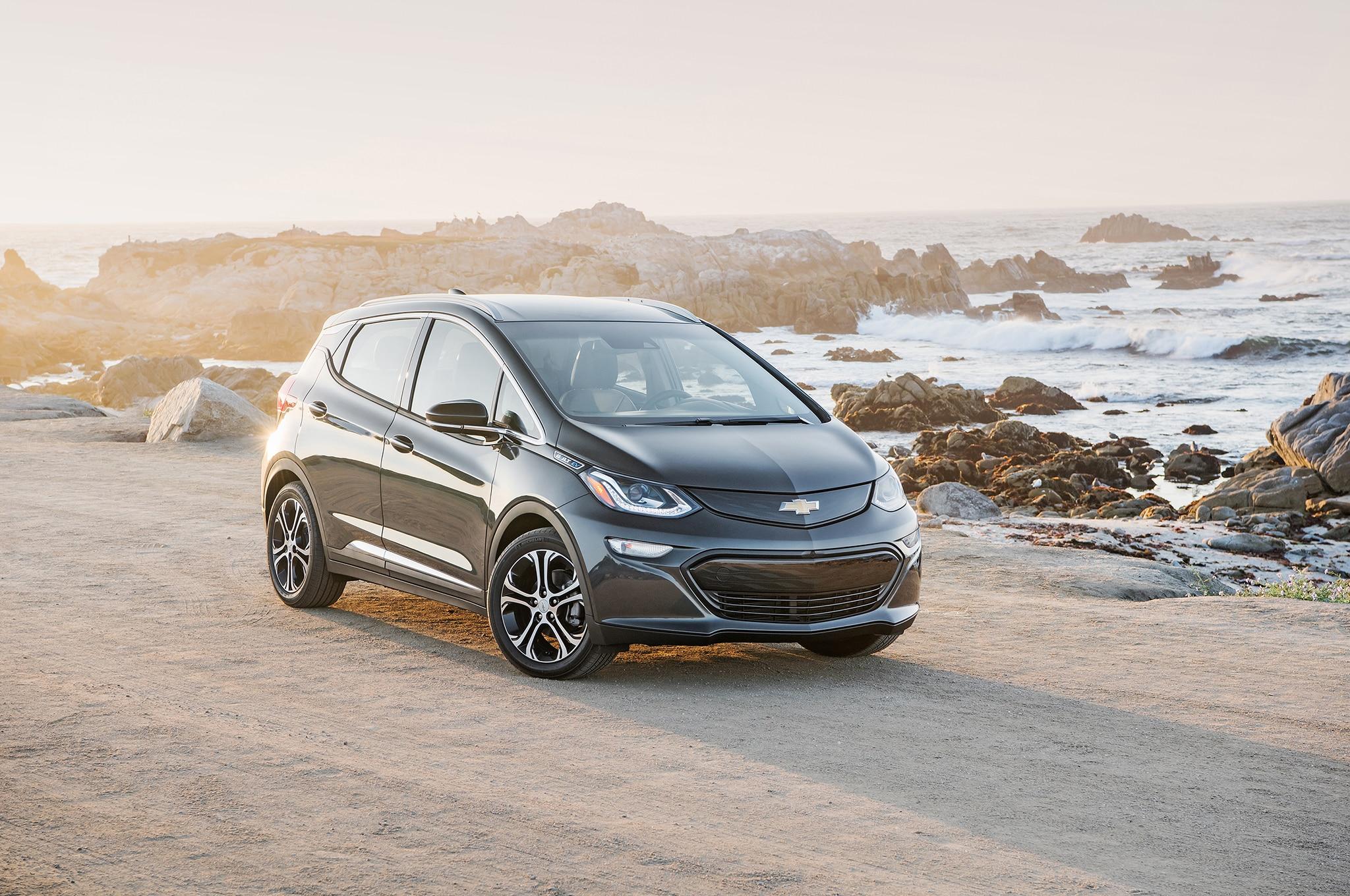 2017 Chevrolet Bolt EV Front Three Quarter 04