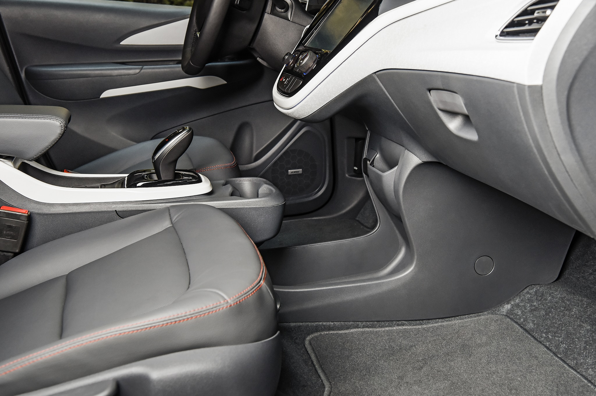 2017 Chevrolet Bolt EV Interior 02 1