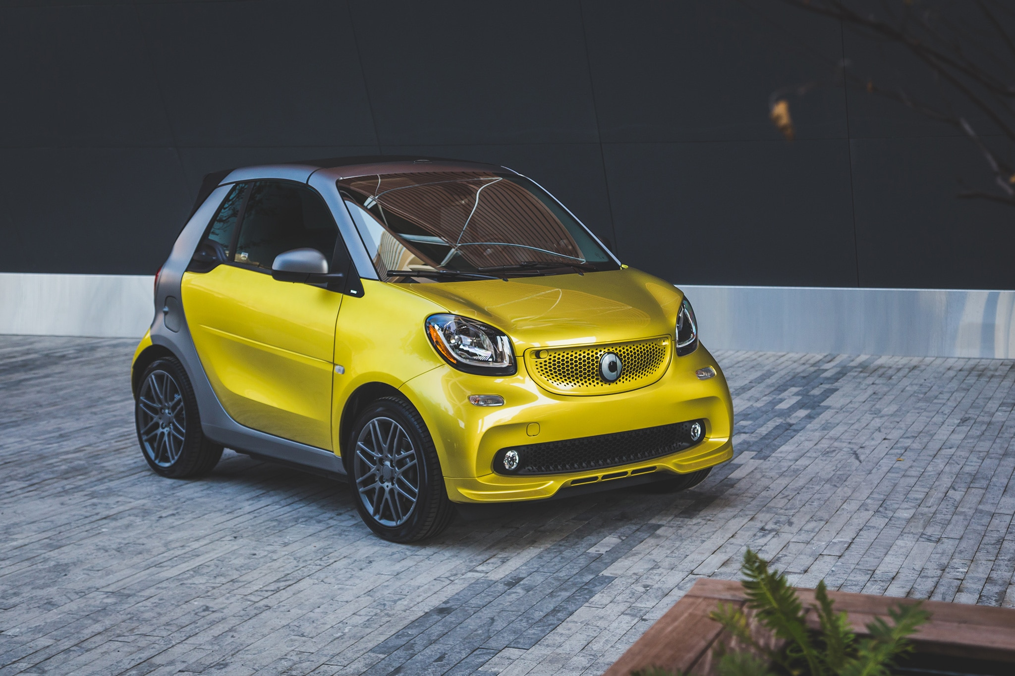 first drive 2017 smart fortwo cabrio automobile magazine. Black Bedroom Furniture Sets. Home Design Ideas