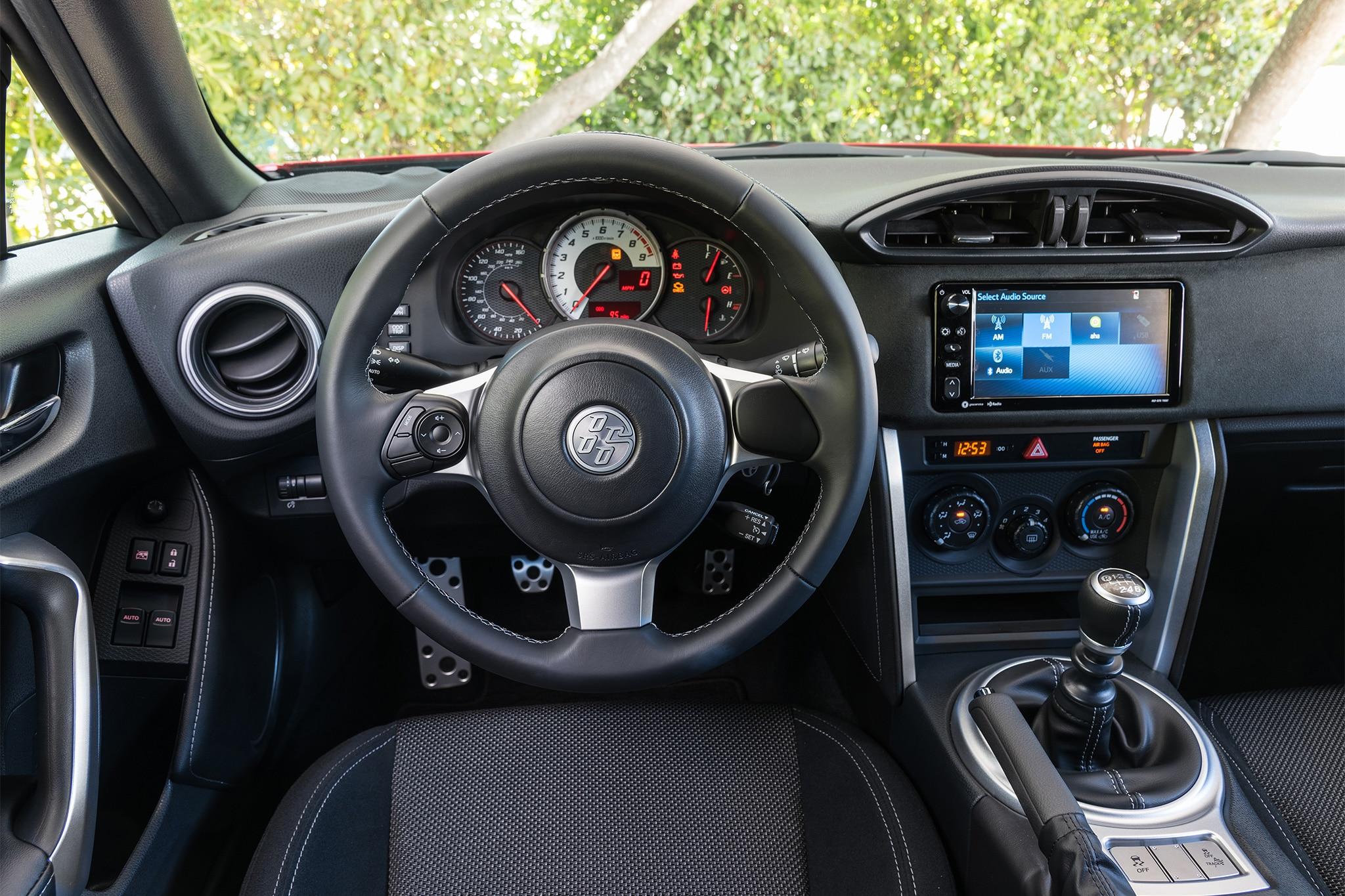 2017 Toyota 86 cabin 01