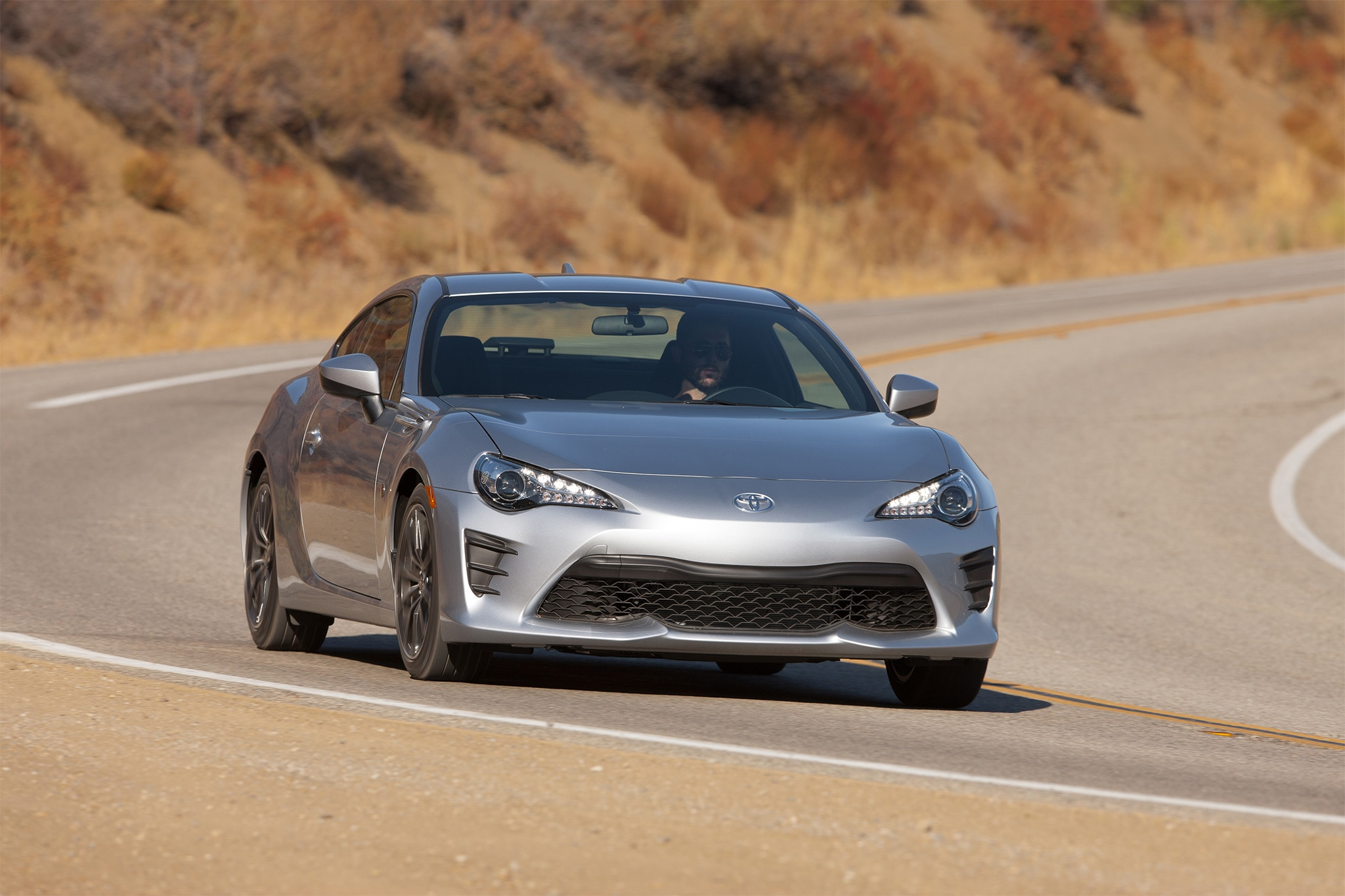 2017 Toyota 86 front three quarter in motion 11